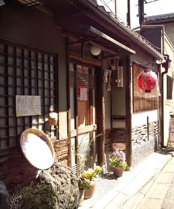 ろじうさぎは、祇園宮川町歌舞練場のすぐ近くに位置する町屋カフェです。