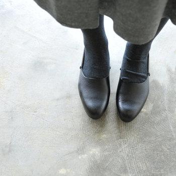傷が目立ちにくく、耐久性も高い国産のレザーシューズは、足に馴染む軽い履き心地も魅力です。