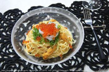 特別なディナーなどに、生ウニとイクラの冷製パスタはいかがでしょうか?贅沢ですが、だからこそ、その味は格別。たまには、こんなお食事も素敵かも。