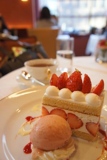 カットの仕方まで繊細な資生堂パーラーのケーキたち。素材にもこだわりを持っていることがよくわかる上質なケーキは、お腹だけではなく、心も満足させてくれますね。