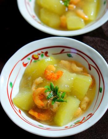 加賀野菜の加賀太きゅうりを使った煮物。干しえびのおだしがきゅうりによくなじみます。葛の銀餡をかけて、とろっと上品な一品に。あんかけスープごはんにしても◎