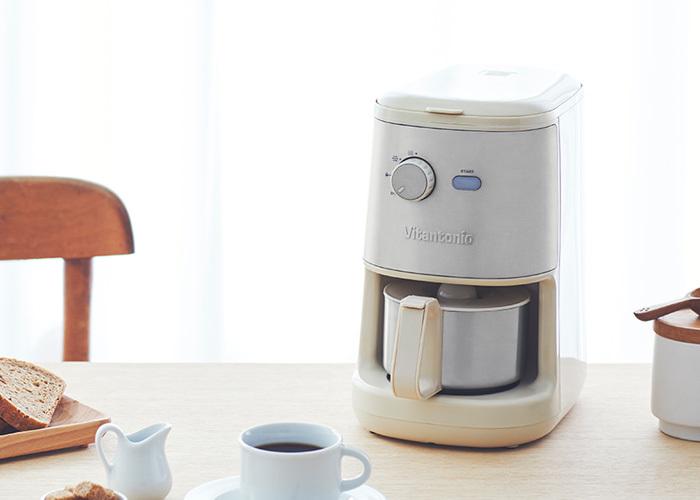 手間をかけずに美味しいコーヒーが飲みたい2人には、コーヒーメーカーをプレゼントにしても。忙しい朝にもうれしい贈りものになります。デザイン性の高いものなら、お部屋に置くのも楽しくなりそうです。