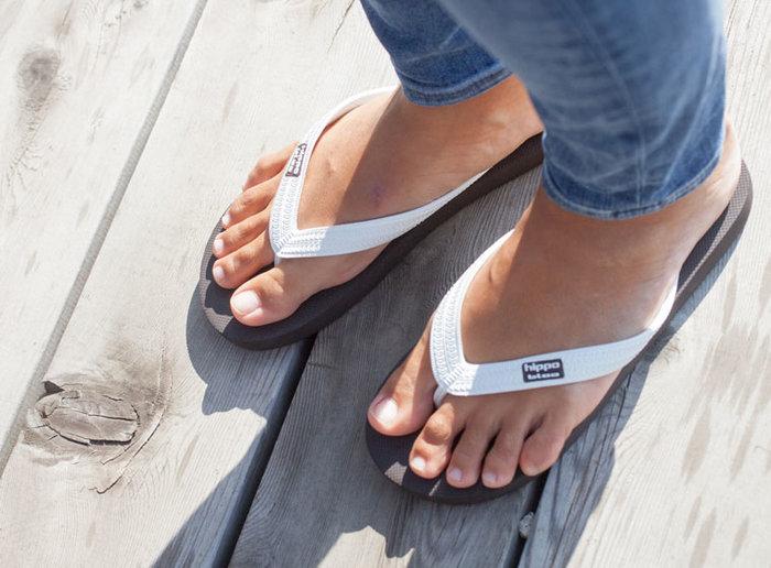 履きたいけど足の指が痛くなるから敬遠しているという人にもおすすめしたくなる、長い時間履いても疲れにくいビーチサンダルです。渋めのカラーバリエーションも魅力で、つっかけサンダルとしてデイリーでも愛用したくなる快適さ。