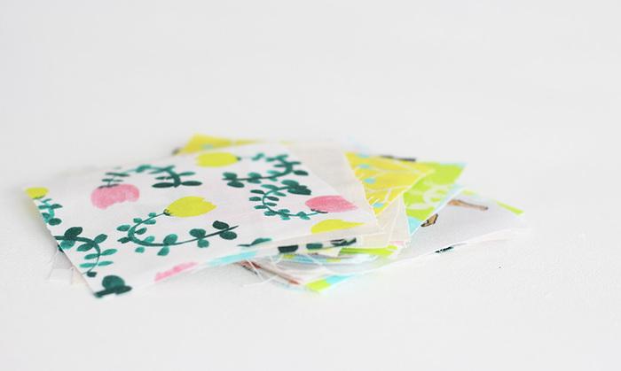 ハギレのなかでも、「薄手の布」をチョイスするとよいでしょう。  工程自体に難しさはありませんが、厚手の布(コーデュロイ、ニットなど)だと難易度が高くなってしまうので、慣れるまでは「薄手の布」を使うのがオススメです。