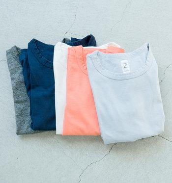 「KINOTTO(キノット)」は素材にこだわり、シンプルで頑丈な、メイドインジャパンのものづくりにこだわったアイテムを展開しているブランドです。「タンギス綿半袖Tシャツ」は、体にフィットする構造が魅力的な1枚。ずっと着続けたい...と思わず思ってしまう心地よさがあります。