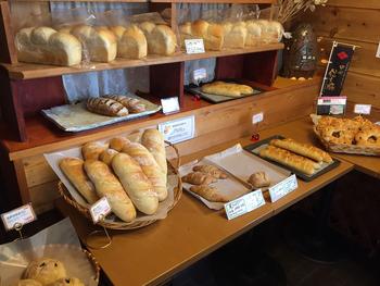 こちらでは、1週間かけて作る自家製酵母を使ったパンが評判です。果実の酵母や空気中に浮遊する酵母など、複数の酵母を使うことで独特の香りと風味が生まれるそう。