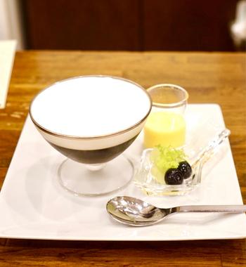 全体のバランスを追求したコーヒーゼリーは、コーヒー好きならずともぜひ一度は食べていただきたい夏のデザートです。