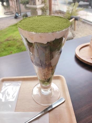 「静岡抹茶パフェ」は、手づくりの抹茶ゼリーに抹茶アイス、 抹茶パウンドケーキと、静岡抹茶をふんだんに使用した抹茶づくしのひと品。甘さ控えめで、抹茶のほろ苦さが感じられます。