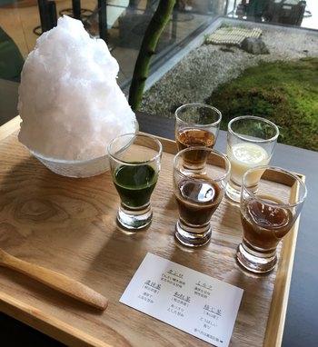 夏限定の「静岡茶氷三昧」は、濃抹茶味、和紅茶味、ほうじ茶と静岡県産の茶葉で作った3種類の手作りお茶シロップ、かんろとミルクをお好みでかけて食べ比べできます。それぞれの味の違いをゆっくり味わいたい方におすすめです。