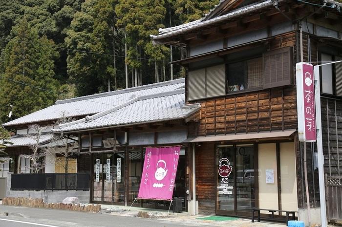 「茶の芽(チャノメ)」は、1950年(昭和25年)創業の「森田製茶」が手がける和カフェで、以前お茶を販売していた建物をリノベーションしオープンしました。