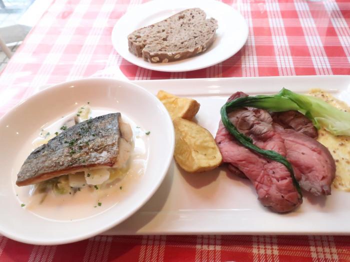お魚とお肉を両方いただけるこの日のメインは、サワラとローストビーフのセット。メインは週替わりなので、何度訪れても新鮮です。