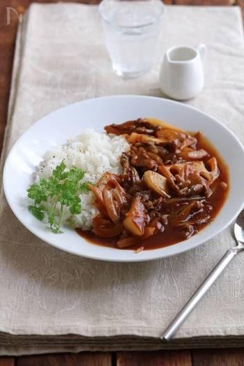 レンコンやごぼうなど、根菜を使ったちょっと珍しいハヤシライスも美味しいんです♪めんつゆをプラスすることで、和風の味わいに。