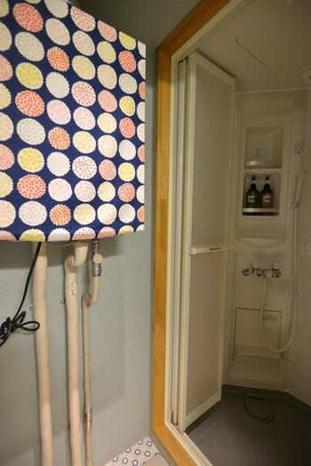 インテリアは木枠が使われていたり、カラフルな模様のデザインが貼ってあったり、とっても可愛いです。お部屋も共用スペースも清潔で、安心して利用することができます。