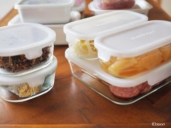 様々なサイズ展開がされ、積み重ねができるように設計されているので、ごちゃごちゃしがちな冷蔵庫でも大活躍!重ねたときすっきりと収まり、無駄なスペースを作らず保存できます。比較的薄手のガラスで軽いため、冷蔵庫への出し入れもしやすいのも嬉しいポイント。