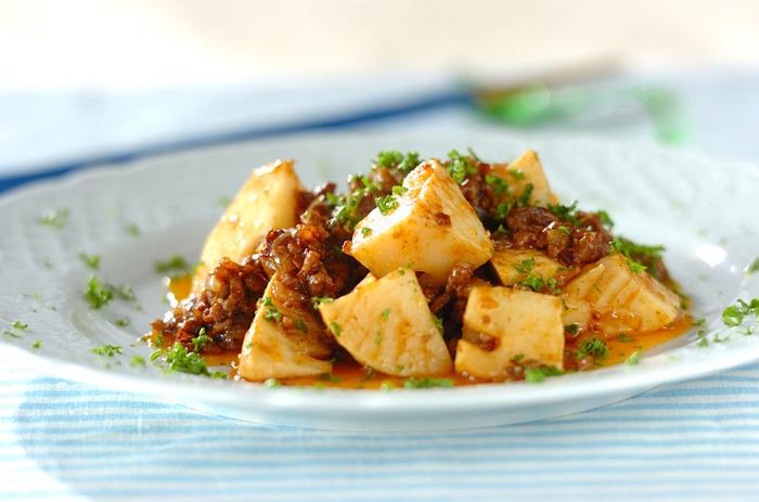 水煮のタケノコにデミグラスソースをプラスすれば、さっぱりと食べやすい炒め物に。洋食だけでなく和食にも合うのは嬉しいですね。