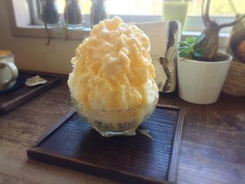 こちらは大阪名物のミックスジュースをかき氷でいただく、「みっくすじゅーすカキ氷」。どこか懐かしい、やさしい甘さのシロップはクセになる美味しさです。