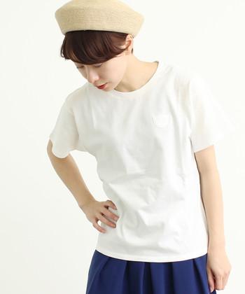 シンプルな白Tシャツは、合わせるアイテムを変えるだけでどんなテイストにも馴染んでくれる優秀アイテムです。ぜひ様々な着こなしにトライして、白Tシャツコーデを楽しんでみてください♪