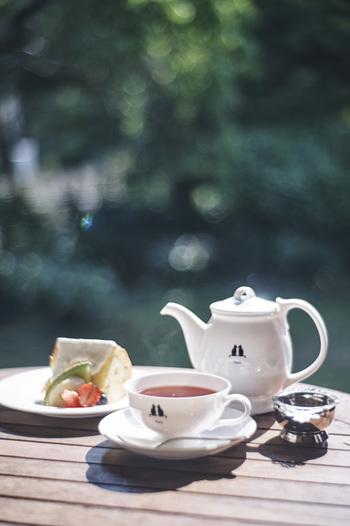 近所のオープンカフェまで足を運んで、太陽の元でゆっくりランチやお茶を楽しんでみてはいかがでしょう。友達と一緒にワイワイ過ごすもよし、一人時間を満喫するもよし。 外の空気を感じながらのひと時は、家の中では気づかなかった何かに気づいたり、感じたりすることができるはず。仕事のアイデアが閃いたり、やりたいことが見えてきたりなんてこともあるかもしれませんよ。