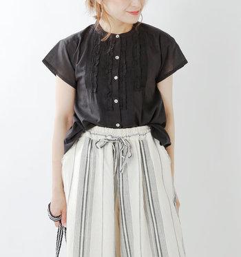 半袖よりも少し袖が短いフレンチスリーブのお洋服は、着るだけで季節感を演出できる優秀アイテムです。今回はフレンチスリーブデザインを取り入れた、大人可愛い夏コーデをご紹介します。