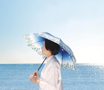 紫外線も雨も気になるけど、なるべく荷物を少なくしたい…。そんな方におすすめなのが、日傘と雨傘、両方の機能を持った「晴雨兼用傘」。 夏のお出かけのお供に、とっておきの1本を探してみませんか♪