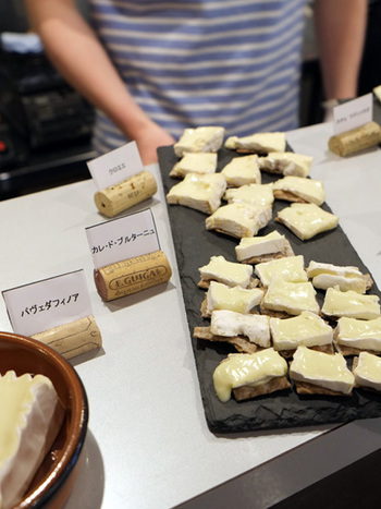 旬のチーズプレートが楽しめるイベントも定期的に開催されているので、その中からお気に入りの味を探してみるのもおすすめです。