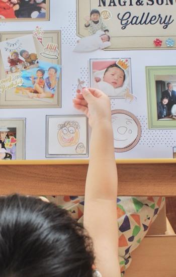 写真だけでもいいのですが、「ありがとう」のお手紙や似顔絵をちりばめてみたり、シールなどで親子でデコレーションして仕上げてみたり・・・アイディア次第で自由自在にアレンジできますよ。