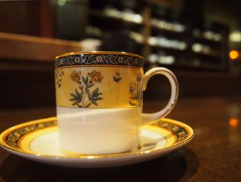 コーヒー専門店ということもあり、各地のコーヒー豆がずらり。味の濃さはライトからストロングまでお好みで選ぶことができます。一滴一滴ゆっくりと注がれていく様子を見ながら、コーヒーが出来上がるのを待つ時間。とても贅沢ですね。