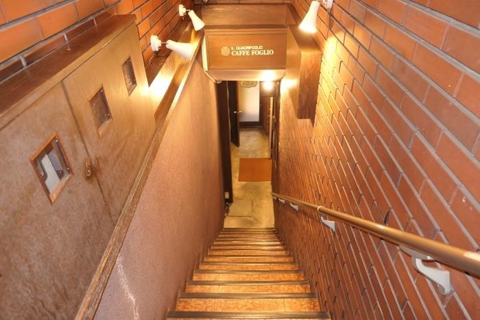 代官山駅から徒歩3分。交差点すぐのビルの階段を下りていったところに、CAFFE FOGLIOはあります。