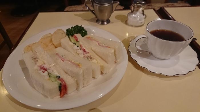 ランチタイムやティータイムには、コーヒーと一緒にサンドウィッチもおすすめ。喫茶店の定番メニューですよね。Monicaのサンドウィッチは、マヨネーズがさわやかにきいた、しっとり食感が特徴です。