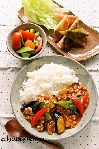 ご飯にぴったりの麻婆茄子。お気に入り麻婆豆腐レシピがあれば、材料の豆腐を茄子に変えるだけでアレンジできますよ。ひき肉の代わりに豚こま肉を刻んで使っても良いのだそう。コチュジャンの入れ具合もお好みで、自由に作ってみてください♪