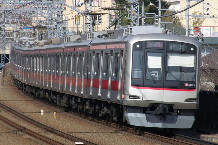 渋谷から横浜まで、21駅からなる東急東横線。アクセス良好で、住みたい街ランキングで上位にランクインする駅をいくつも結ぶ、人気の路線です。それぞれの駅に個性があり、おしゃれな街や活気ある商店街など、いろんな街と出会うことができます。