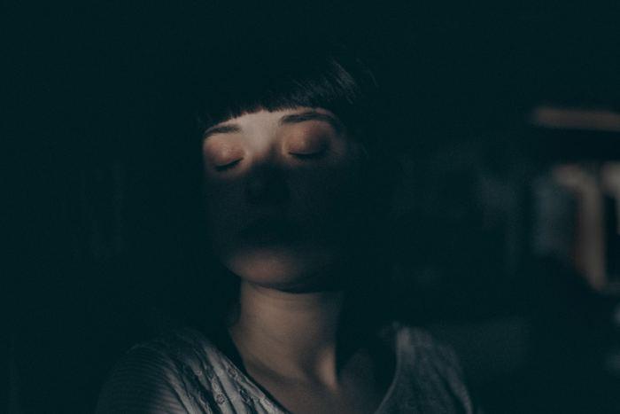 目を酷使すると最初に疲れの症状が出るのはやはり「目」です。以下のようなサインが出たら、なるべく早く目を休めましょう。