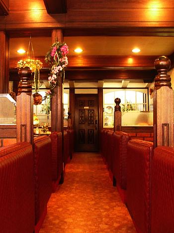 昭和38年創業の歴史ある喫茶店。店内は、映画の中に飛び込んできたようなレトロな雰囲気です。実際に、映画やドラマの撮影で何度も使われているんだとか…!
