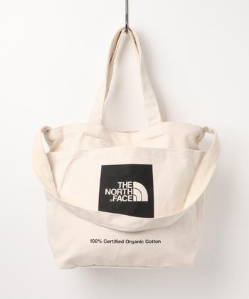 たっぷり収納力抜群の2Wayトートバッグ。手持ちでもショルダーバッグとしても持つことができる優れもの。シンプルなデザインなので合わせやすいのも嬉しいですね。