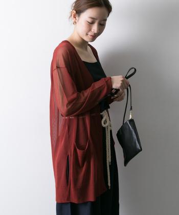 ボディラインが気になる薄着の季節は、二の腕を出したくない…という女性も多いはず。夏の長袖スタイルなら体型を上手にカバーしてくれますよ。