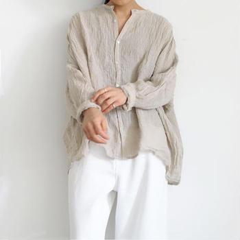 長袖を涼しく着こなすために、素材に注目しましょう。リネンやコットンなどさらっと心地良い素材を選べば、長袖&長ズボンでも暑苦しくなりません。