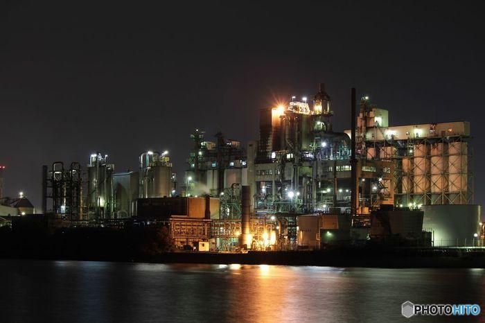 日本製鉄八幡製鐵所の夜景は、工場夜景としてのスケールも圧倒的な規模を誇ります。「不夜城」というな名にふさわしい巨大なプラントは、日本の近代化を支えた基幹産業に相応しい堂々たる佇まいをしています。