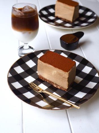 こちらはコーヒーで風味付けした、見た目もかわいい「レアチーズケーキ」です。ケーキの型には牛乳パックを使用しているので、専用の型が無くても簡単に作れますよ◎。おしゃれで美味しい手作りケーキがあれば、いつものコーヒータイムがさらに楽しい時間になりそうです♪