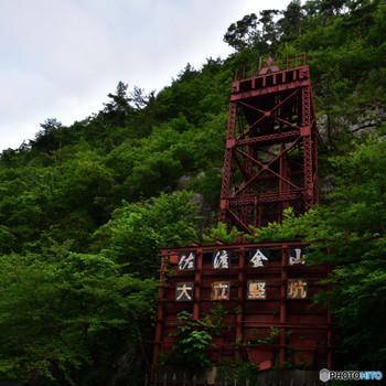 こちらは、日本金属鉱山初の、西洋式エレベーター。 1877年に完成したこのエレベーターは、日本最古のものとして、大切に保存されています。  坑道や鉱山町のまち並みを、ガイドツアーで回ることもできるので、より深く歴史を学ぶことができ、文化の秋にぴったりな場所です。