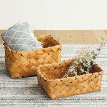 収納には木製のかごを使って、ナチュラル感をプラス!タオルの色や柄が不揃いでも、かごに収納してしまえば見えなくなるので、おしゃれにまとまります。