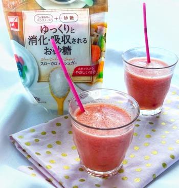 ゆっくり消化吸収するシュガーを使って、夏野菜の代表格・トマトの低糖質スムージーに!氷もいっしょにミキサーにかけていますので、ひんやりフレッシュ。夏の朝の渇きをうるおしてくれます。