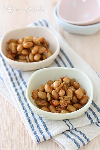 【大豆とごぼうの甘辛炒め】 大豆×ごぼう、食物繊維たっぷりな一品。スパイシーで甘辛な味は、食欲がない時にも胃袋を刺激してくれそう。しっかり目に味をつけて常備菜にしておくのもおすすめです。