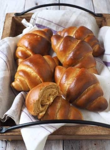 通常の強力粉よりも糖質オフされているふすまパンミックスで作るバターロール。ダイエット中でもパンを罪悪感無く楽しめますね。発酵不要で短時間で作れるのも魅力です。