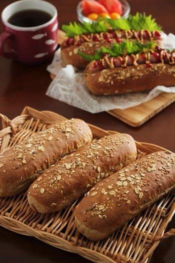 オーツ麦やヒマワリの種、麦芽粉などの雑穀がブレンドされているマルチシリアルを使って。風味豊かで食物繊維もたっぷりのパンになりますよ。