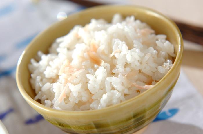 超簡単!甘酢ショウガを刻んでご飯に混ぜ合わせるだけ!とってもサッパリとしているので、暑いこれからの季節におすすめです。酢飯の代わりとしてもおすすめ!三杯酢を作る手間も無いので、丼ぶりやちらし寿司など、時間の無い時には是非お試しあれ!