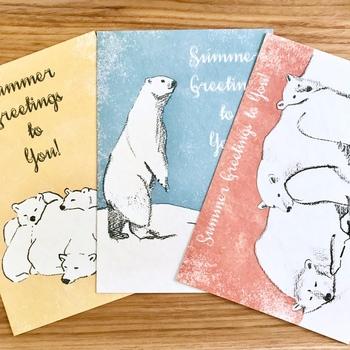 レトロな雰囲気が可愛いシロクマのポストカード。3種類がセットになっています。もらった後も、お部屋に飾ったりして楽しめそうな作品です。