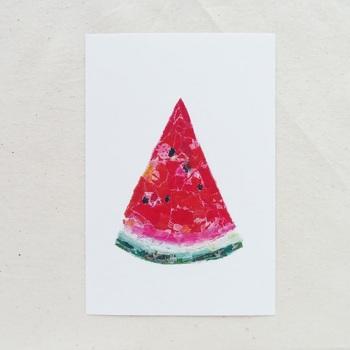 夏の食べ物と言えば、スイカですよね。こちらはクレヨンとマスキングテープで作った貼り絵なのだそう。シンプルながらも、色の微妙な違いが美しいデザインの一枚です。