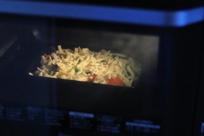 上下から直火でこんがりと焼きながら、熱の対流によって加熱するため、素材に早く火が通ります。調理時間の短縮になりますし、早く高熱で焼き上げることで素材のうま味を逃さず仕上げることができます。
