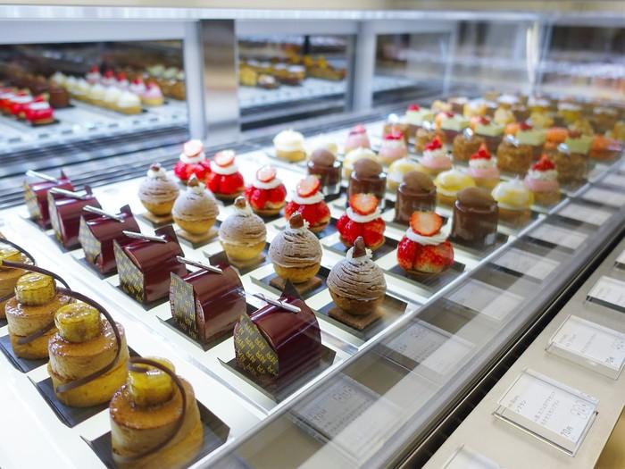 フランス語で「上品さ」や「可憐さ」の意味を持つミニャルディーズ(MIGNARDISES)。ひとつまみの可愛らしく上品なお菓子であるミニャルディーズは、1つ1つ丁寧に作られていて、選ぶのに迷ってしまいそう。