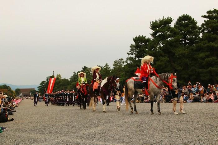 京都三大祭(葵祭、祇園祭、時代祭)の一つに数えられる時代祭は、平安神宮創建と平安遷都1100年を記念する行事として明治28年から開催されている祭典です。